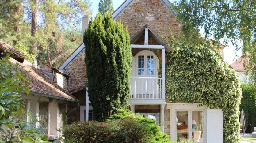 Longère de charme - maison ancienne pignon avec escalier
